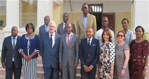 Le ministre Robert DUSSEY avec la délégation de l'OIF