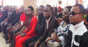 Des membres du collectif des artistes et humoristes lors de la messe
