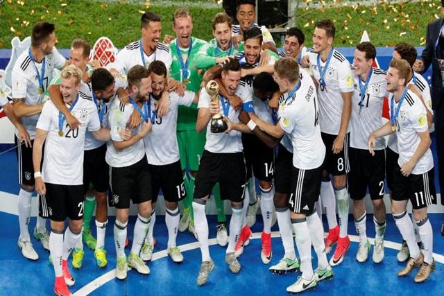 L'équipe d'Allemagne célébrant son titre