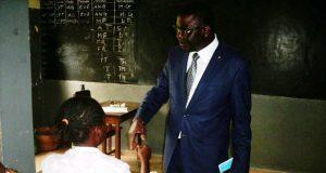 Paalamwé Tchakpélé encourageant les candidats