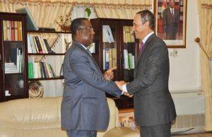 Komi Sélom Klassou et Marc Fonbaustier mardi à Lomé