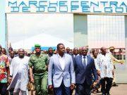 Visite du marché par le Chef de l'Etat et la délégation