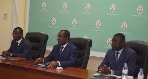 Komi Sélom Klassou entouré des ministres Tchakpélé (à droite) et Bawara
