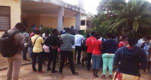 Des candidats ce matin au lycée du 2 février à Lomé