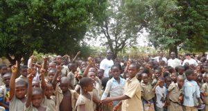 Des élèves dans une école