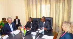 Les officiels lors de la signature de la convention de financement