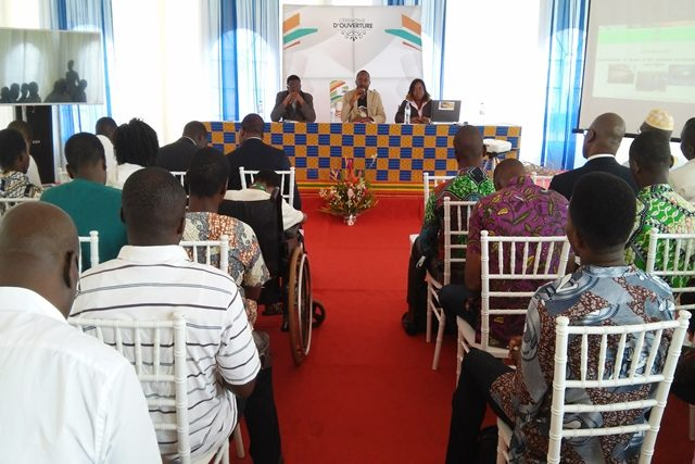 Une vue des participants au forum