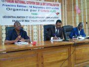Le Directeur de l'ONG IJD (au milieu) à l'ouverture des travaux