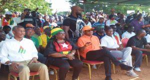 Quelques responsables de l'opposition lors d'un meeting
