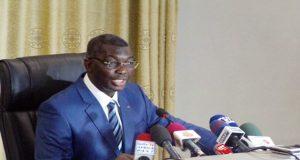 Le ministre Yark face à la presse