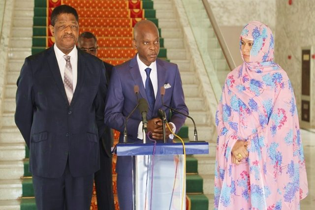 Le ministre Robert Dussey entouré de Marcel Alain De Souza et Naha Mint HAMDI OULD MOUKNASS