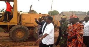 Les autorités sur le site du chantier