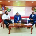 Le DG du CETEF (au milieu) lors de la conférence inaugurale