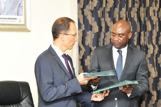Echange de documents entre Adrien Béchonnet et Dodzi Kokoroko