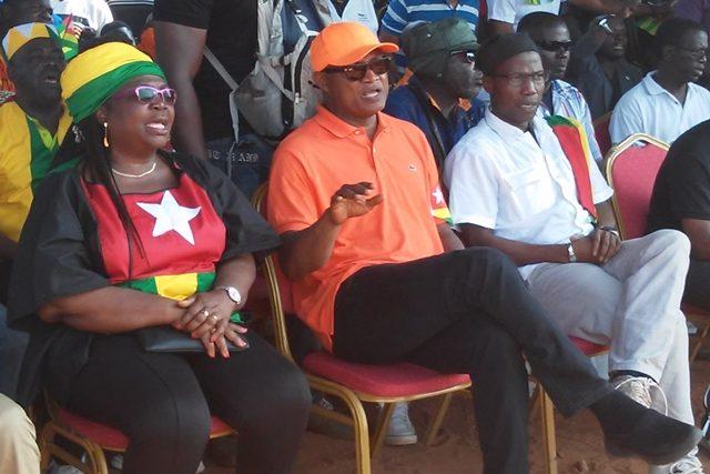 Des responsables de la coalition de l'opposition lors d'un meeting à Lomé