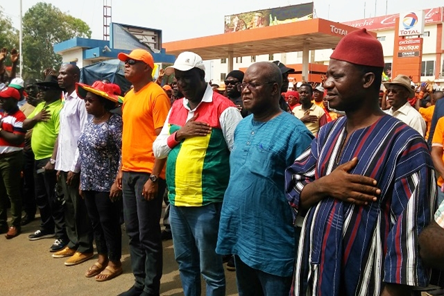 Des responsables de la coalition lors de la marche de jeudi à Lomé