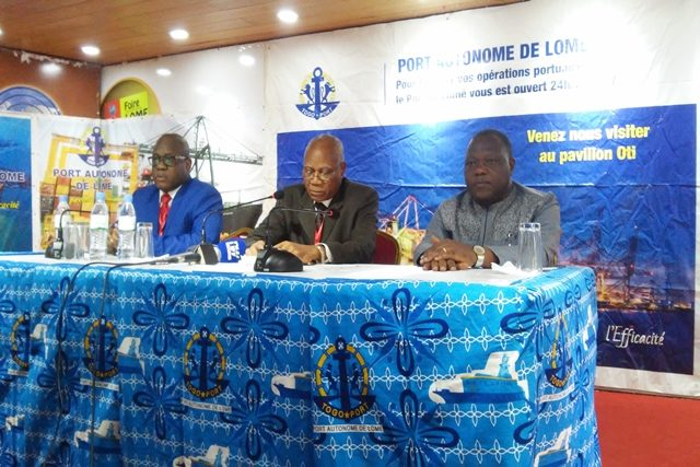 Le DG du PAL (au milieu) lors de la conférence