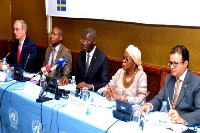 Le ministre YARK (au milieu) à l'ouverture des travaux