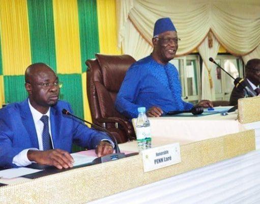 Dama Dramani (au milieu) à l'ouverture de la session