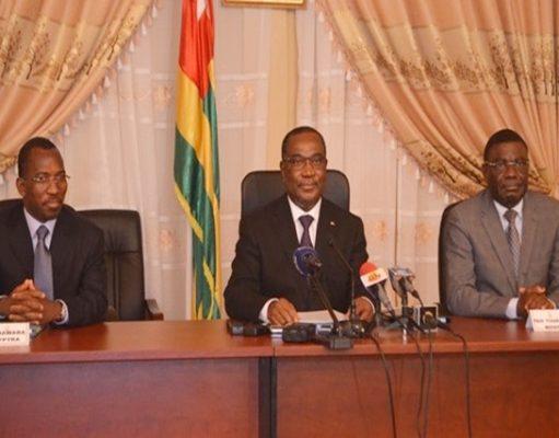 Le Premier Ministre (au milieu) lors de la rencontre
