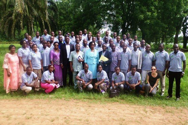 Photo de famille des participants à l'AG