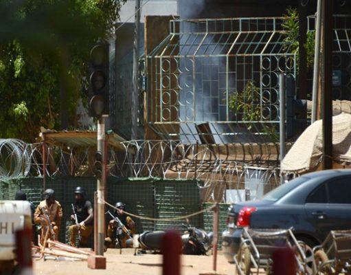 Des forces de sécurité ce vendredi près de l'institut français à Ouagadougou