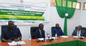 Le ministre Ouro-Koura Agadazi (2è de la gauche) lors de la conférence