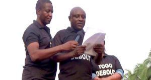 David DOSSEH et Antoine GBANDJOU lors d'un meeting du FCTD à Lomé (archives)