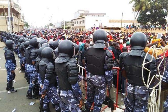 Les forces de l'ordre encadrant une manifestation de l'opposition à Lomé (archives)