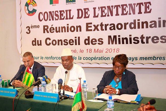 Le Ministre Robert Dussey (au milieu) à l'ouverture des travaux