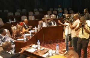La délégation de l'opposition lors des échanges