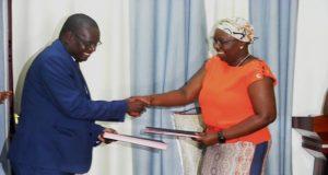 Echange de documents entre Omar Agbangba et Myriam d'Almeida Dossou
