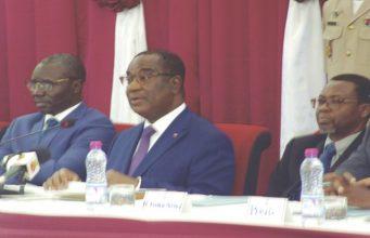 Le Premier Ministre (au milieu) au lancement de la campagne