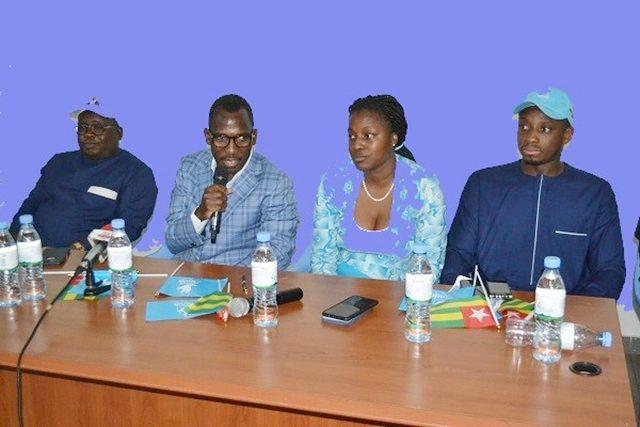 Le Ministre Bawara (au micro) avec des membres du bureau du MJU