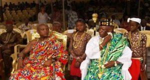 Ewefiaga Togbui Agokoli IV, premier plan à droite (archives)