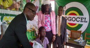 Togo Cellulaire offre des kits scolaires et des vivres aux orphelins