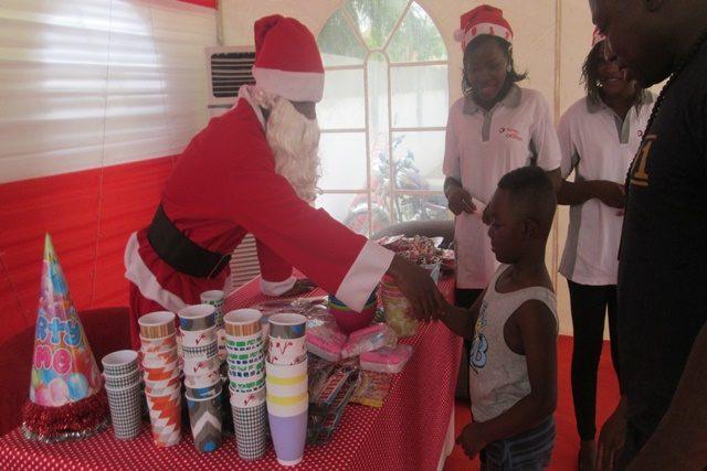 Opération de charme dénommée « bonheur Noël »