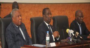 Le Premier ministre Komi Sélom Klassou au milieu