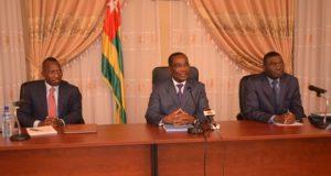 Le Premier ministre Komi Sélom Klassou au milieu des ministres