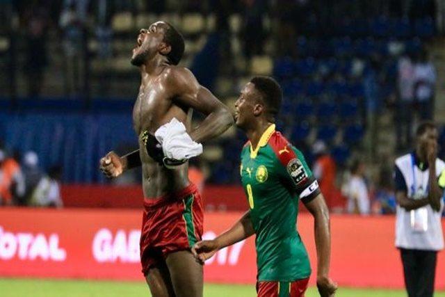 Michael Ngadeu-Ngadjui et Benjamin Moukandjo crient leur joie