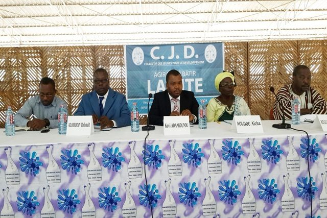 Le président du CJD (au milieu) au lancement du projet
