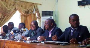 Le président de la HAAC (au micro) à l'ouverture des échanges