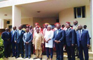 Photo de famille avec les membres de la Cour Constitutionnelle