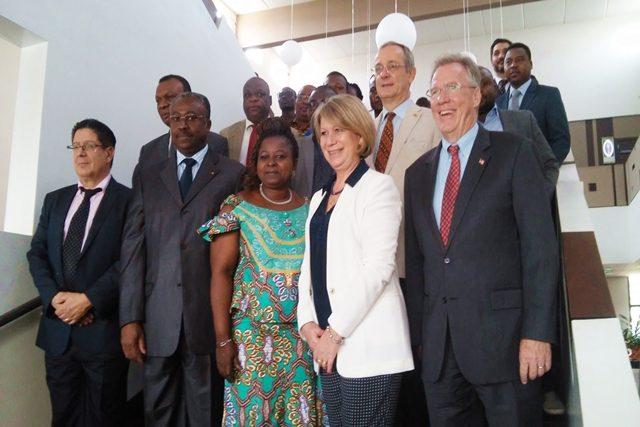 Photo de famille des officiels au lancement du concours