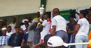 Cérémonie de remise du trophée