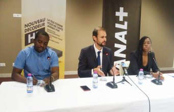 Alexandre COHEN (au milieu) lors de la conférence de presse