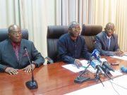 Le Prof. Kodjona Kadanga (au milieu)