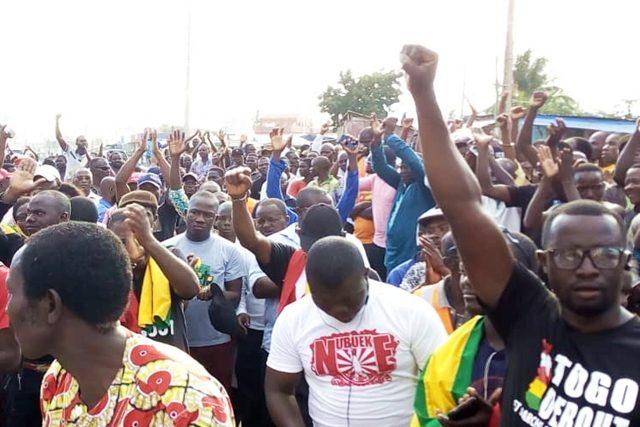Des manifestants dans les rues de Lomé
