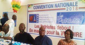 Des membres du bureau du parti à l'ouverture de la Convention