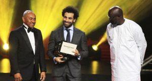 Mohamed Salah avec son trophée (©RFI)